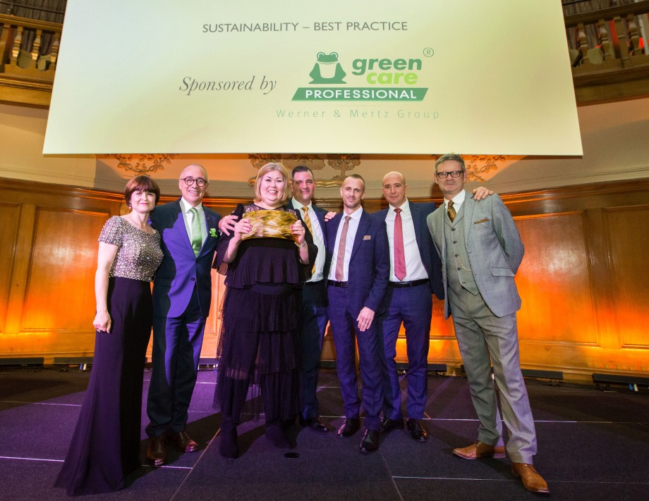 "Werner & Mertz Professional sponsored the the category ""sustainability – best practice"". Frank Vancraeyveld (CEO tana-Chemie GmbH & head of the professional division) handed the award to the winner Incentive QAS Ltd. / Foto: European Cleaning Journal"